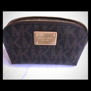 Michael Kors Makeup Bag -Classic Pattern